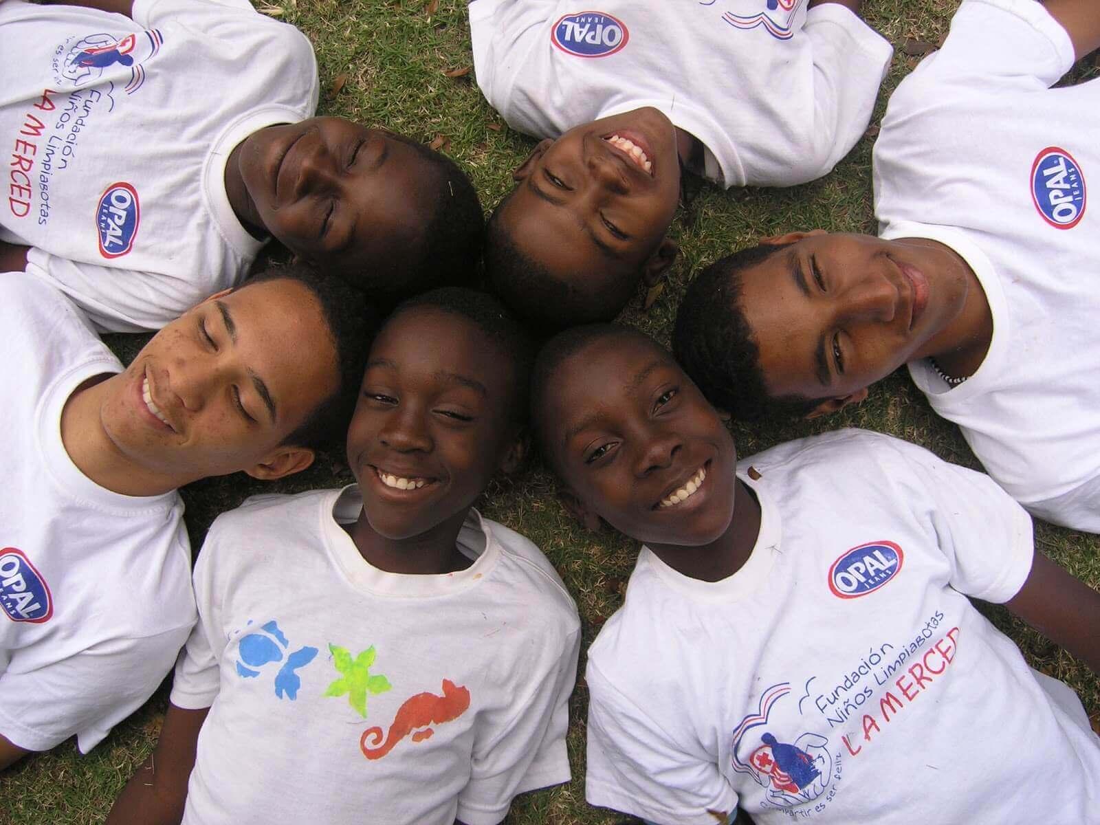 Voluntarios con niños de la Fundación La Merced (Santo Domingo)
